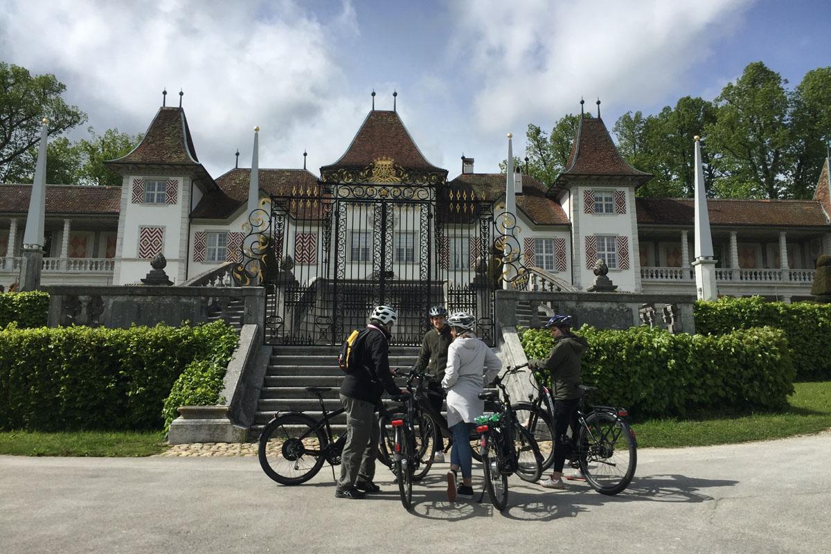 Schloss Waldegg mit E-Bike